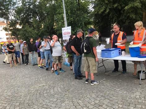 Feeding homeless1-min