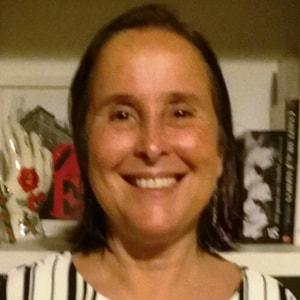 Elizabeth Cabral Magalhaes-min